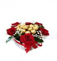 Caja floral Con Rosas y Chocolates